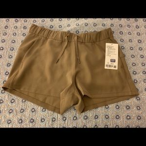 Lululemon on the fly shorts woven NWT